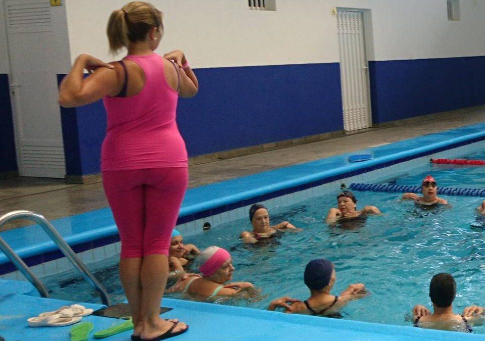 Los Realejos renueva su apoyo al proyecto de la AECC de terapia acuática para mujeres con cáncer de mama