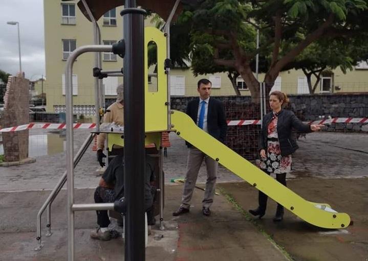 Los Realejos prosigue en La Carrera con la colocación de sus 14 nuevos parques infantiles por 244.005.19 euros