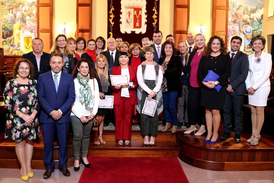 15 empleados municipales fueron distinguidos este martes con las medallas al mérito por 30, 25 y 15 años de servicio