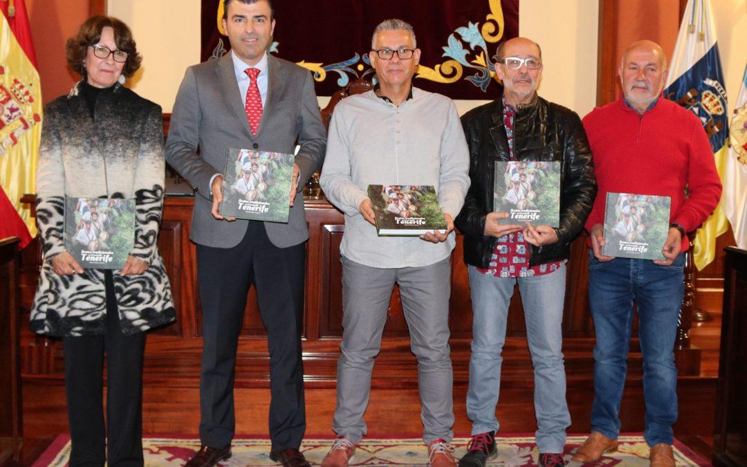 El realejero Isidro Felipe Acosta presentó su primer libro 'Las fiestas tradicionales en el norte de Tenerife'