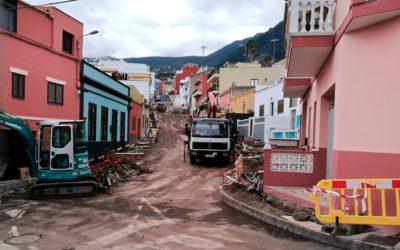 El 'Plan de Barrios' actúa en la repavimentación de la calzada y acerado de un nuevo tramo de la calle Viera y Clavijo