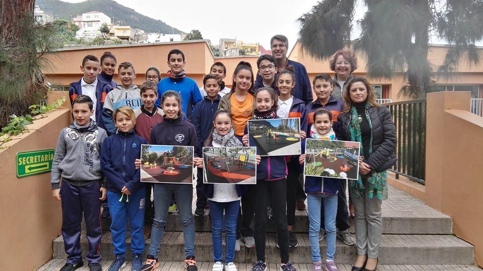 Los niños del Agustín Espinosa reciben información sobre parques infantiles, dentro del proyecto Niñ@landia