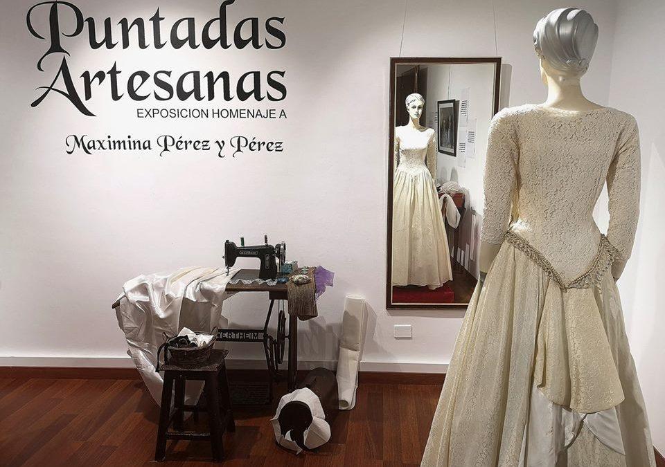 Trajes de novia, fotografías y detalles de su costurero rememoran a Maximina Pérez y Pérez en una exposición