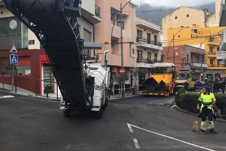 Continúan los trabajos de repavimentación de la Avenida de Los Remedios en Realejo Alto