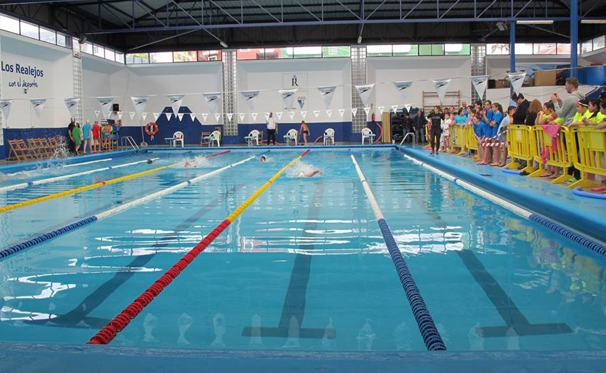 Los 10 colegios realejeros se citan hoy viernes en la piscina en la segunda jornada de las VI Miniolimpiadas Escolares