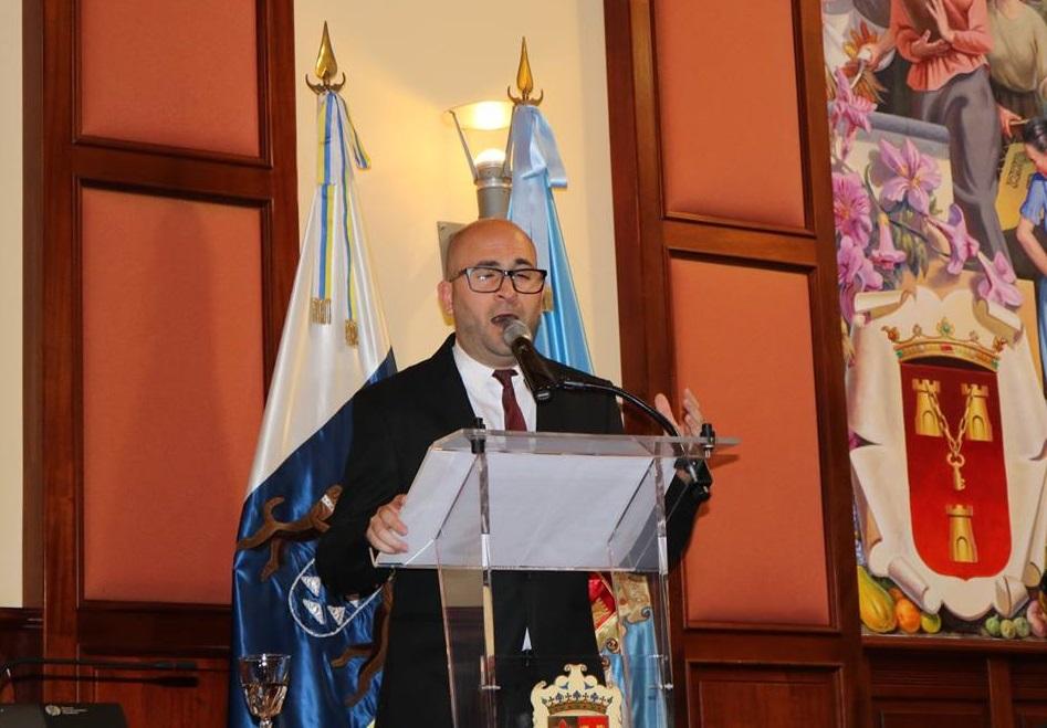 Samuel Fumero viaja entre sonidos del viejo cantor y su 'Canción a Mayo' para pregonar las Fiestas de 2019