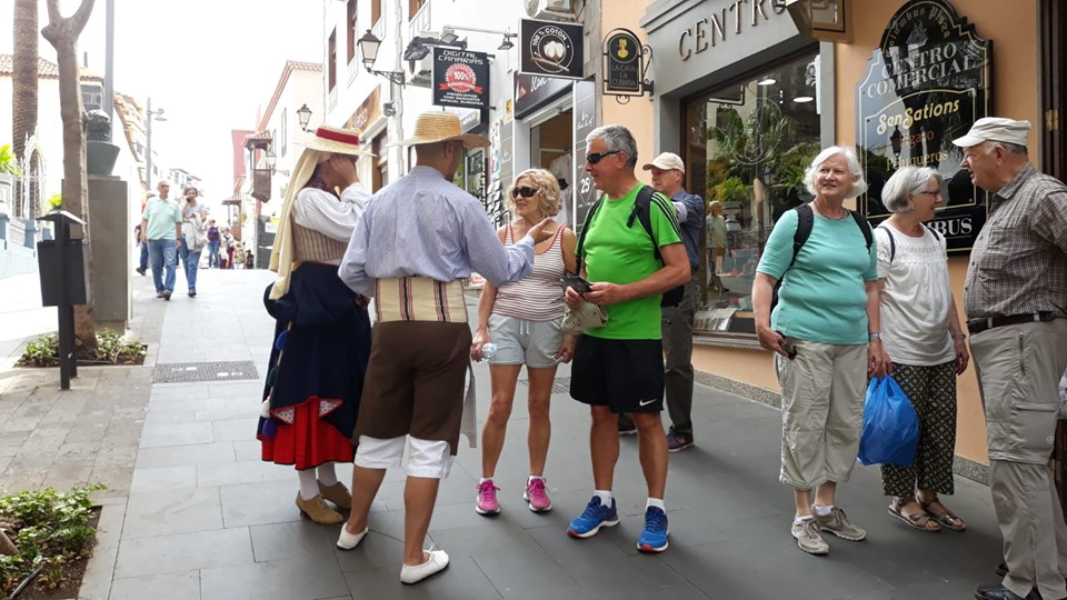 Los Realejos promociona las Fiestas de Mayo entre el turismo peninsular, inglés y alemán alojado en el Norte