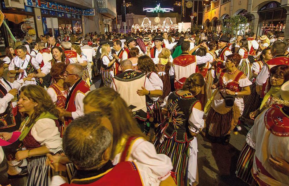 Los Realejos invita a acudir 'Como debe ser' a su multitudinario Baile de Magos de este sábado