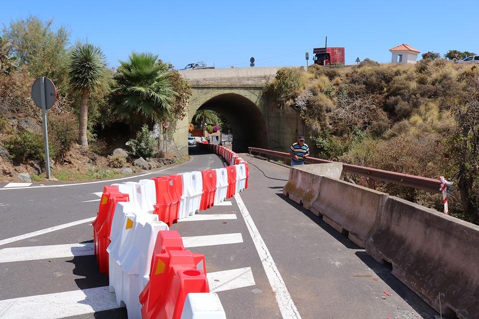 El Cabildo de Tenerife desvía provisionalmente el tráfico de vehículos pesados en la salida de la playa de El Socorro