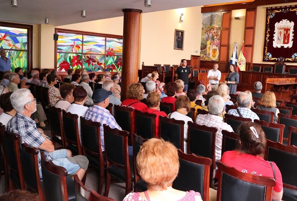 Un centenar de vecinos de Tegueste disfrutaron este miércoles del programa 'Descubre Los Realejos'