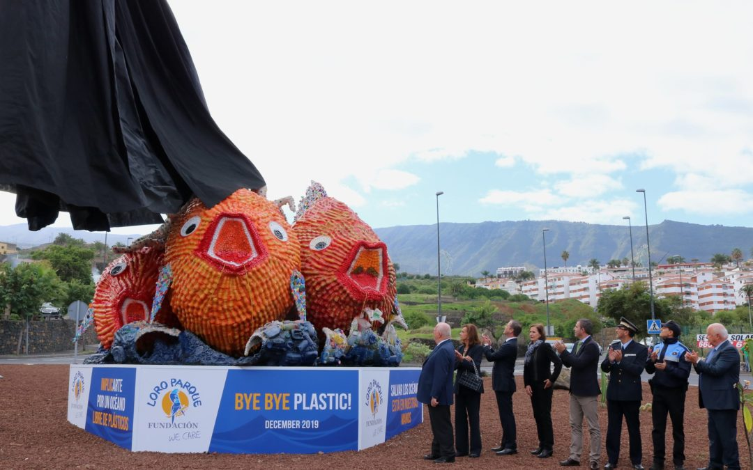 Inaugurada una escultura hecha con plásticos reciclados en la rotonda de El Burgado