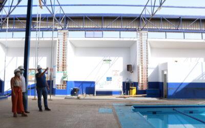 Avanzan las obras de reparación de la cubierta en la Piscina Municipal de Los Realejos
