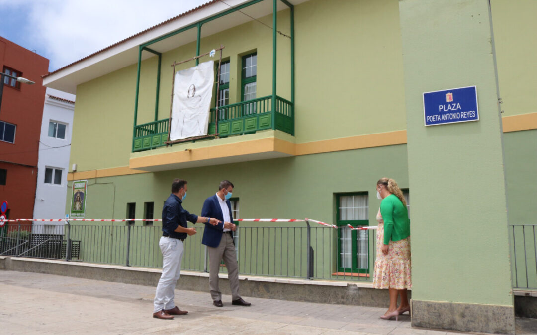 El Ayuntamiento sustituye las barandas de la plaza Poeta Antonio Reyes de Icod el Alto y acceso a locales inferiores